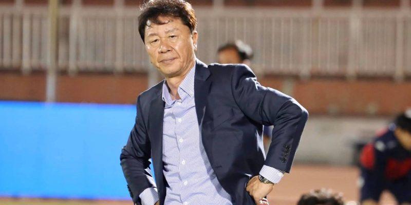 Mất trợ thủ đắc lực ngay trước thềm đấu Hà Nội –  HLV Chung Hae Soung đang gặp khó