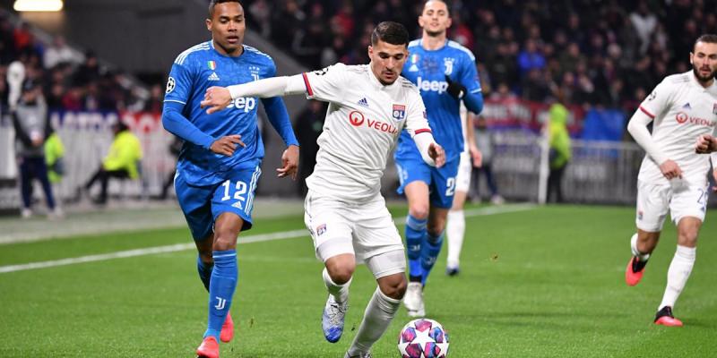 Mùa đông năm nay Lyon có cơ hội lật đổ PSG ở Ligue 1